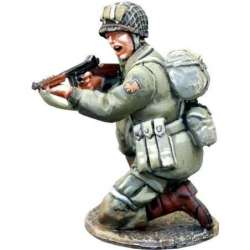WW 139 US paratrooper kneeling Thompson