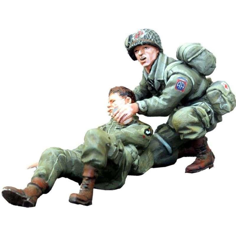 WW 141 Paracaidista USA herido y médico