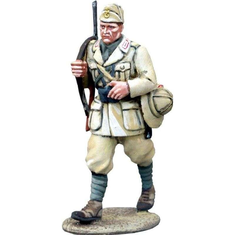 WW 150 Italian infantry NCO marching Africa