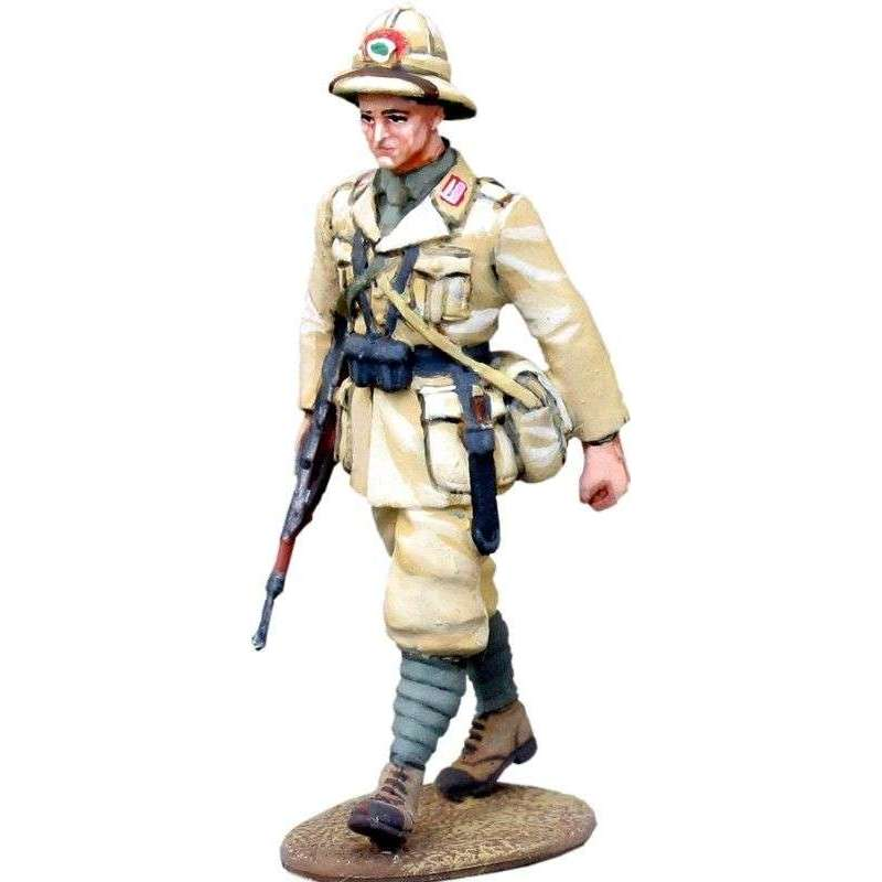 WW 151 Infantería italiana marchando Africa 1
