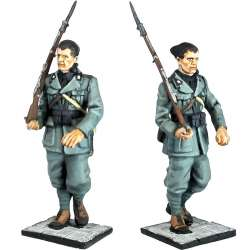 NP 472 ITALIAN ROYAL GUARD GRENADIER STANDING FIRING 2