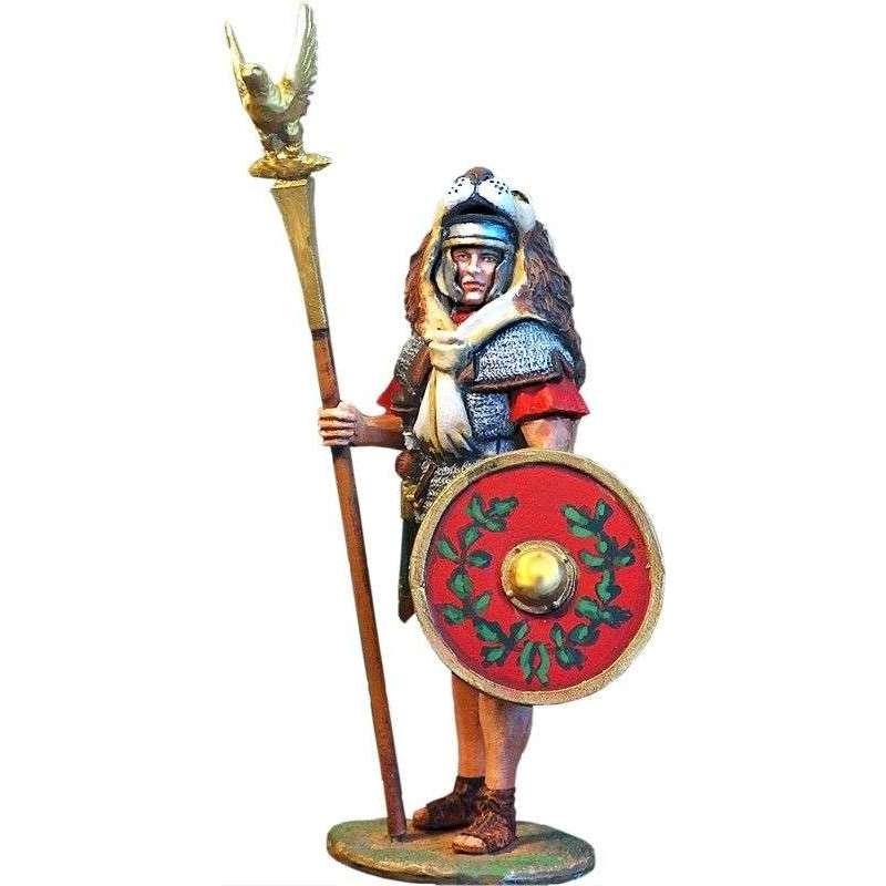 PR 002 Aquilifer romano