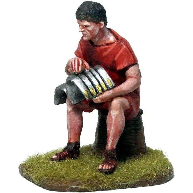 Legionario limpiando armadura