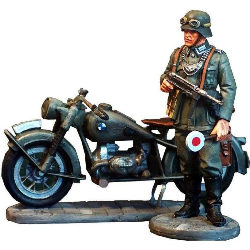 WW 006 BMW R75 y motorista alemán