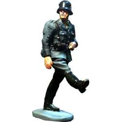 WW 015 Toy soldier SS schutze on parade