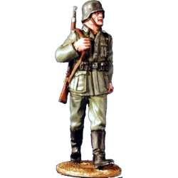 WW 034 toy soldier soldado wehrmacht marchando
