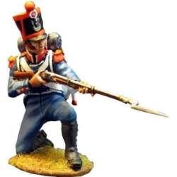 Carabinero infantería ligera francés 1815 arrodillado disparando